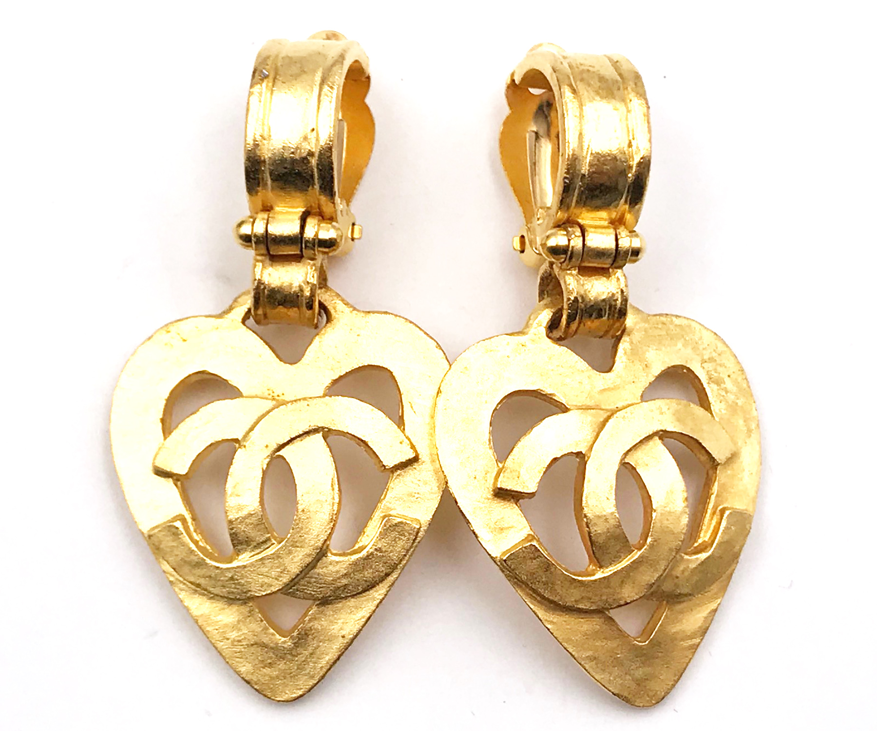 Tiffany Heart Bracelet >> Chanel Vintage 24K Gold Plated CC Heart Dangle Clip on ...