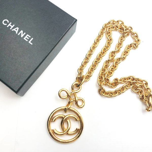 5c4ecd073099 Chanel Vintage Gold Plated Twisted CC Round Chunky Chain Necklace ...