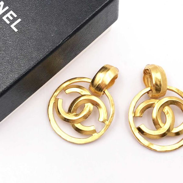 d5d4333b19086 Chanel Vintage Gold Plated Round CC Large Clip on Earrings as seen on  Doutzen Kroes